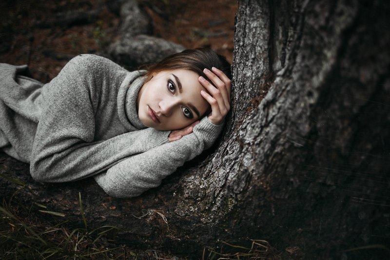 girl, foster, корни, лес, девушка, земля, осень, свитер, дерево Lizaphoto preview