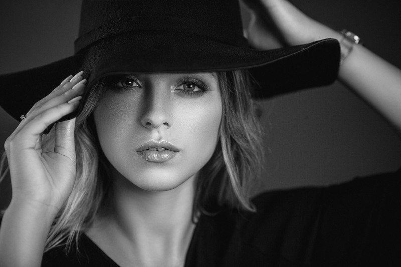 девушка, модель, портрет, фотосессия, студия, макияж, гламур, модельные тесты, girl, beauty, perfect, model, modeling, young, portrait, make-up, glamour, studio, studio shot, чб, чёрно-белое фото, bw, black and white,  творческий портрет, женский портрет Александраphoto preview