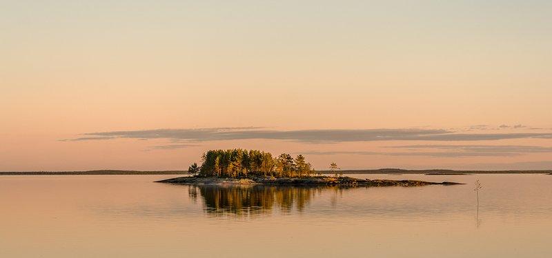 Остров в розовом закате.photo preview