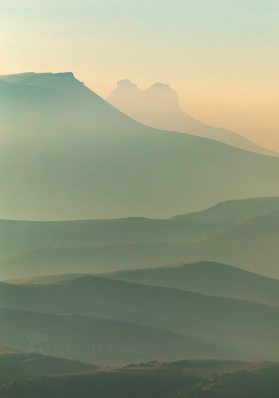 горы, гора, долина, кавказ, кавказские горы, хасаут, туман, дымка, туманный, хребет, хребты, склон, вершина, акварель, Туманная дымка в горахphoto preview