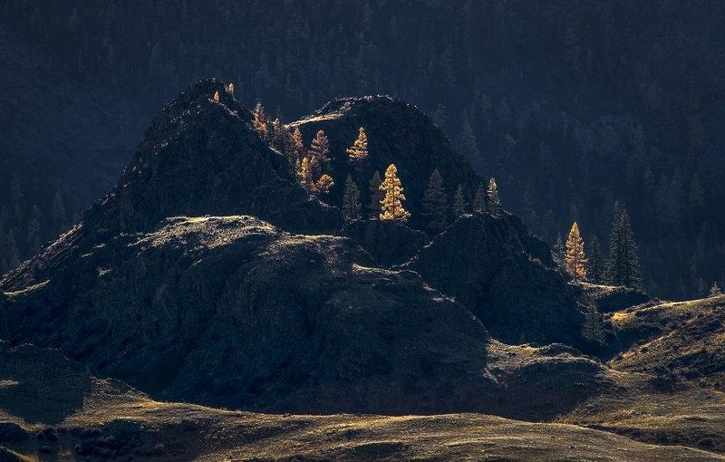 Осенние свечи каменных замковphoto preview