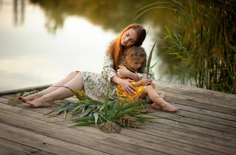 девочка, детский портрет, семейное фото, семейная фотосессия, семейный фотограф, детский фотограф, осенний портрет, детский портрет,  На озере photo preview