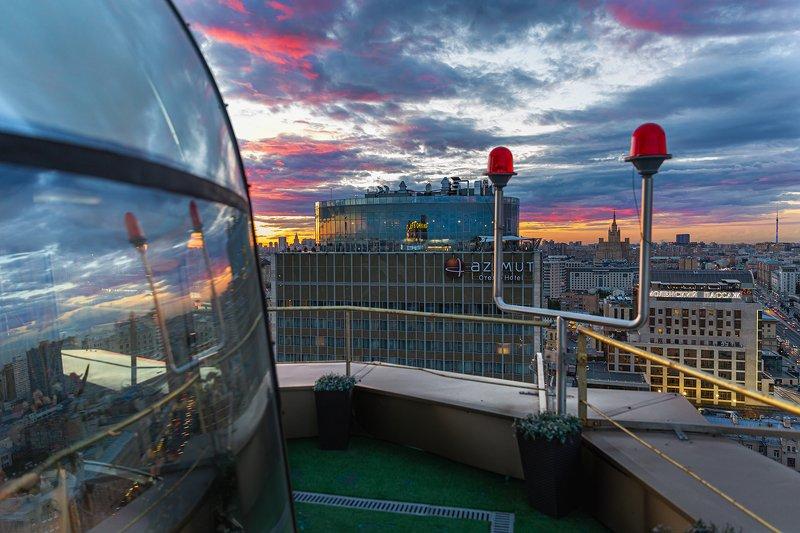 отель; азимут; золотое кольцо; закат; солнце; небо; пейзаж; город Вечернее небо и отель photo preview