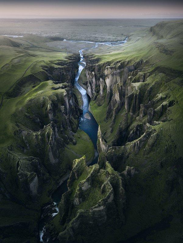 Fjaðrárgljúfur Canyonphoto preview