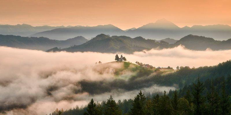 slovenia, autumn, fog St Tomasphoto preview