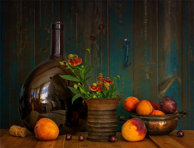 still life, натюрморт,    винтаж,    цветы,  фрукты, бутылка, отражение, натюрморт с фруктамиphoto preview