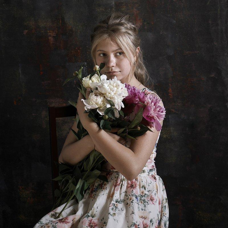 пионы детский портрет постановка художественная фотография Пионыphoto preview