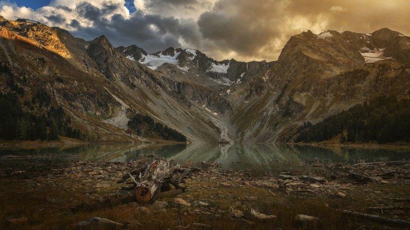 алтай, озеро, горы, лес, природа, закат, рассвет, красота, приключения, путешествие Последний луч коснулся горphoto preview