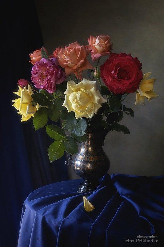 натюрморт, букет, розы, цветы, художественное фото С букетом последних роз сезонаphoto preview