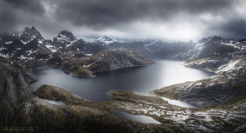 Норвегия, Norway, Lofoten islands, Лофотенские острова Горное озеро после дождяphoto preview