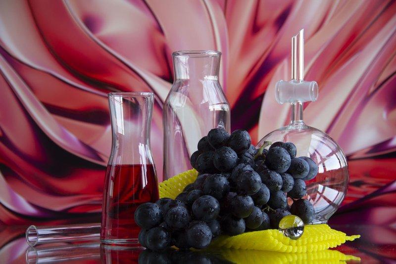 натюрморт, виноград, черный виноград, сок, стекло, розовый, отражение, сетка, желтый, яркий, сочный Виноградphoto preview