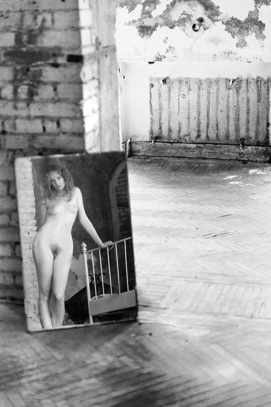 woman, portrait, nude, indoors, blackandwhite, natural light Old Memoriesphoto preview