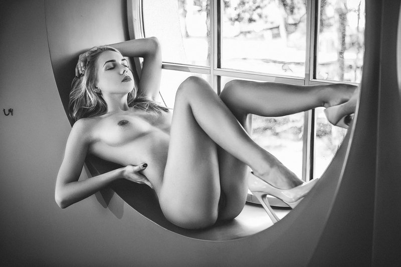 woman, portrait, nude, indoors, blackandwhite, natural light The Windowphoto preview