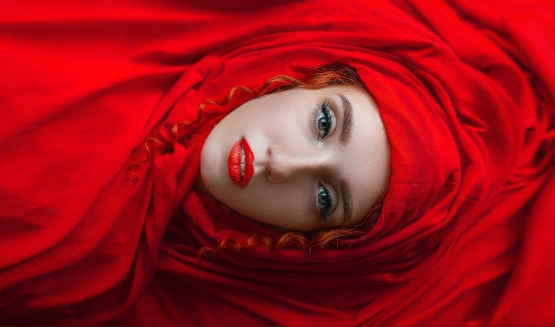 портрет, красный Red dangerousphoto preview